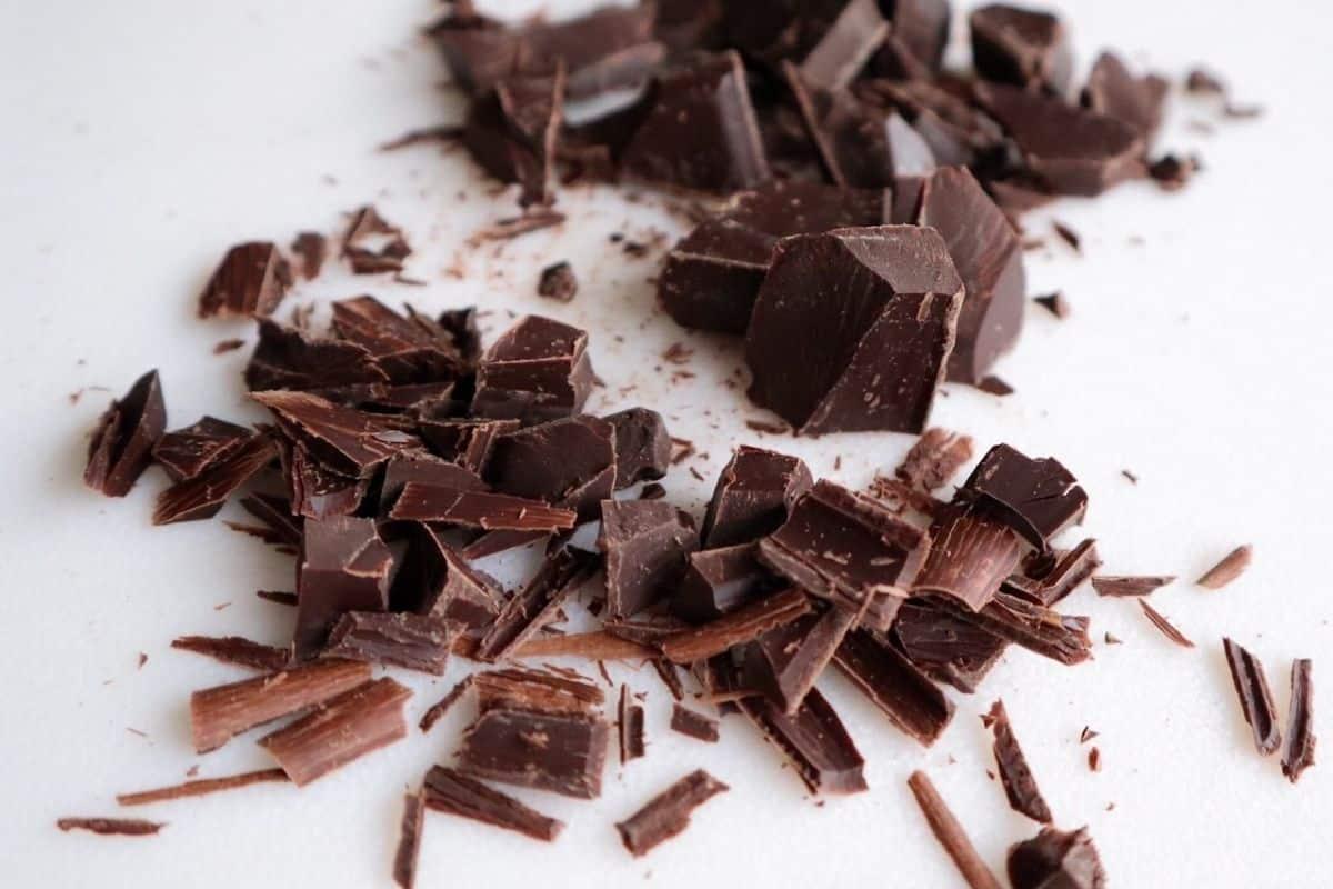 Chocolade op een witte achtergrond